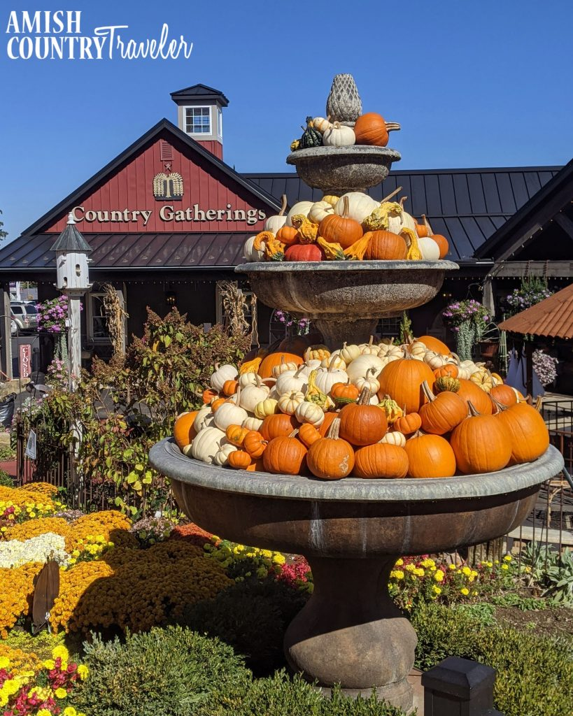 Things to do in Amish Country, Ohio in fall - Country Gatherings Fall display